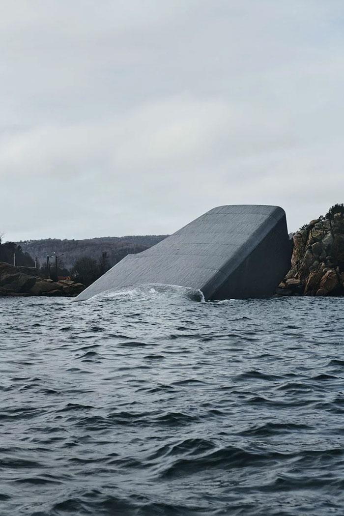 Además, funciona como un centro de investigación para la vida marina /  Snøhetta