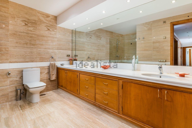 Otro de los grandes baños de la vivienda