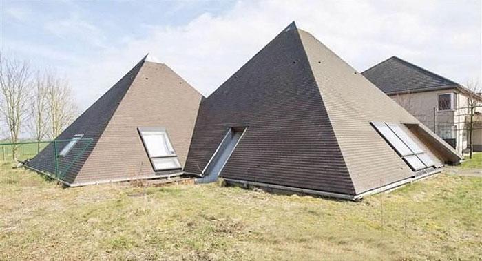 Parecen las pirámides de Egipto / Ugly Belgian Houses