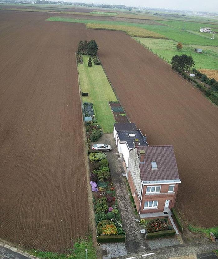 Esta propiedad no es fea, pero si muy estrecha / Ugly Belgian Houses