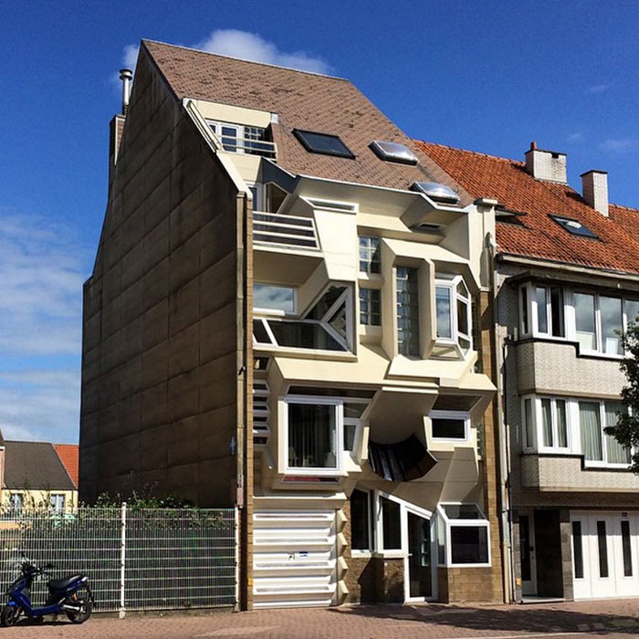 Parece que es un 'transformer' / Ugly Belgian Houses