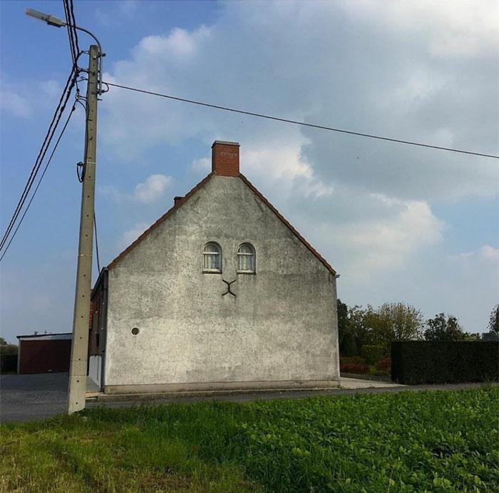 La pared de este inmueble recuerda a la cara de un gato / Ugly Belgian Houses