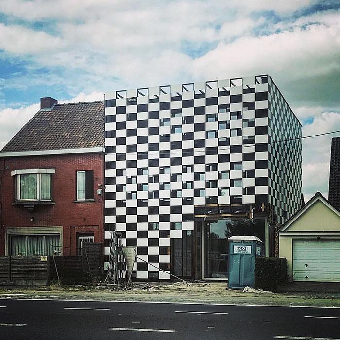 ¿Jugamos al ajedrez en los muros de casa? / Ugly Belgian Houses