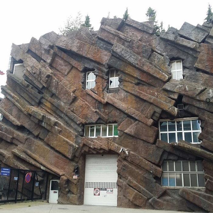 No es una montaña, es una casa / Ugly Belgian Houses