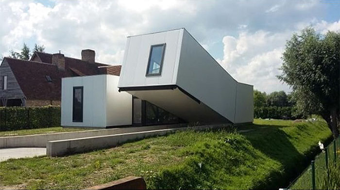 Listos para despegar  / Ugly Belgian Houses