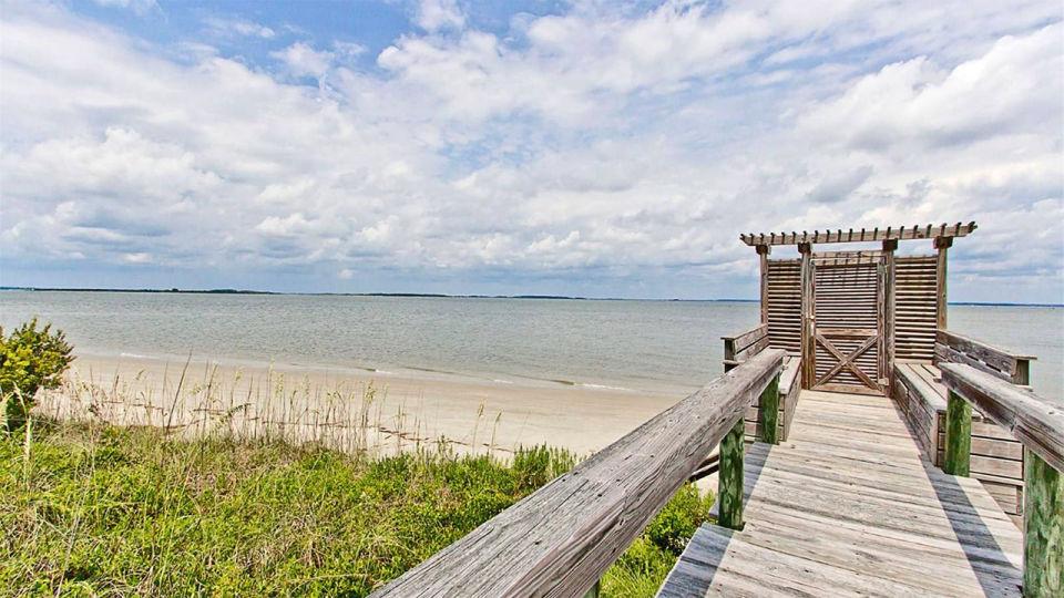 Acceso a la playa privada / Tybee Vacation Rentals