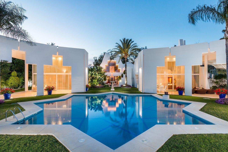 La vivienda rezuma un estilo Art Decó contemporáneo