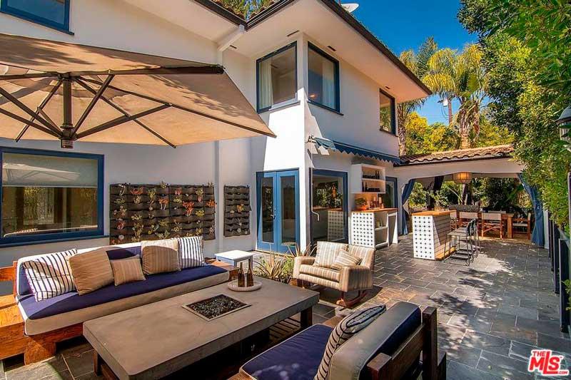 Cuenta con grandes jardines y varias terrazas / Realtor