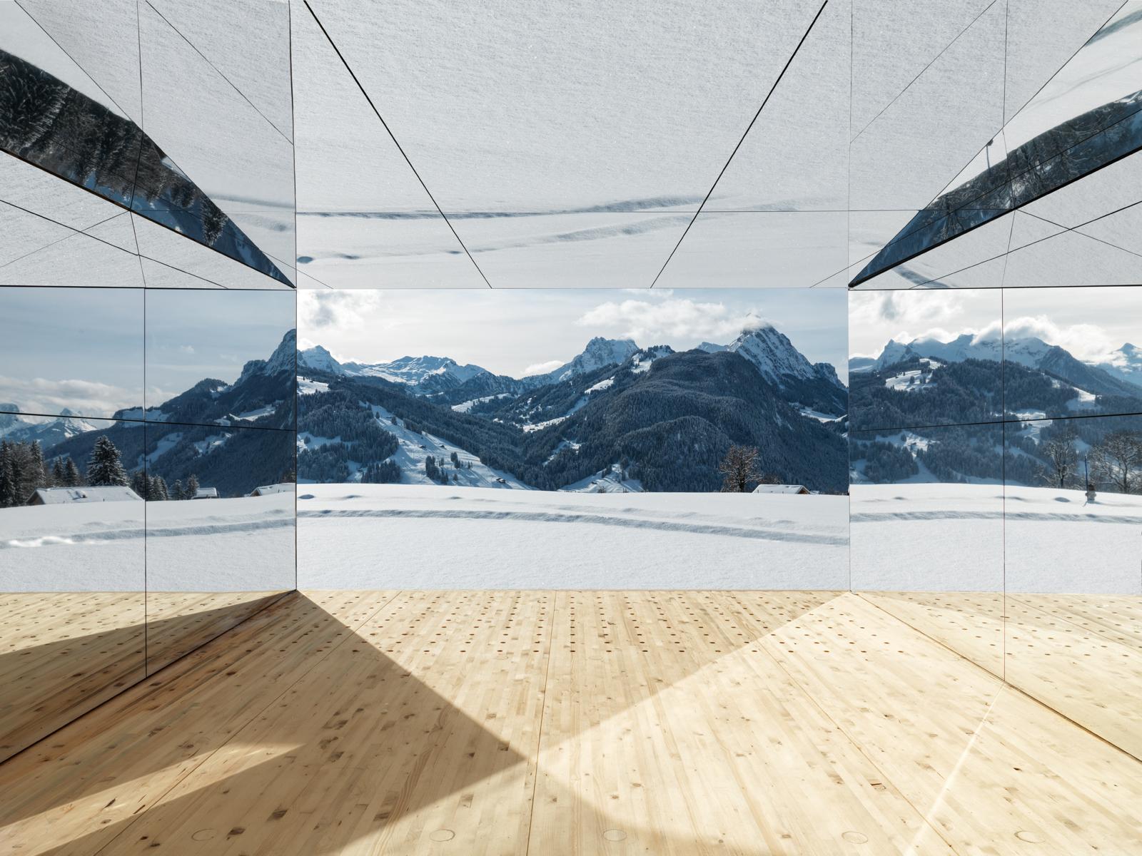 El interior es de madera / Colossal
