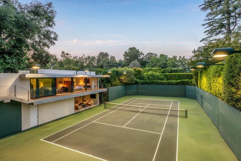 La pista de tenis es obra de su actual dueño