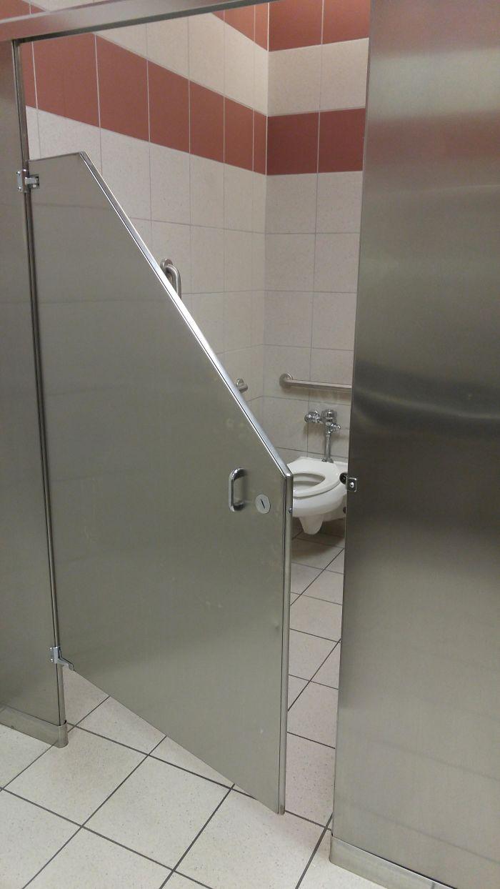 Un baño sin privacidad / Bored Panda