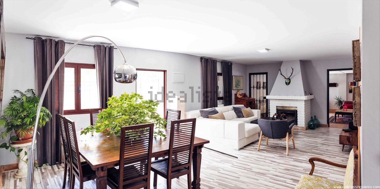 El amplio salón de la propiedad