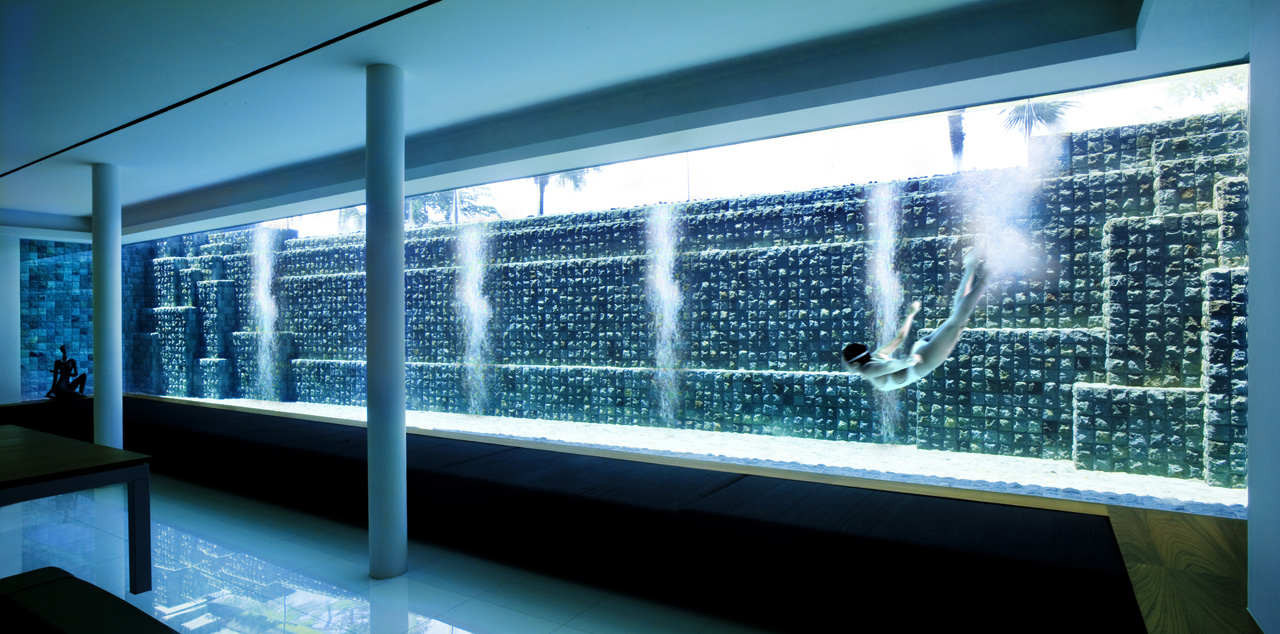 Piscinas con cristaleras / Patrick Bingham Hall