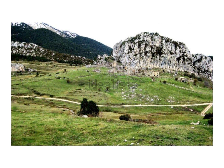 El pueblo sufrió en 1967 el abandono de la actividad minera y, por ende, se cerraron las minas