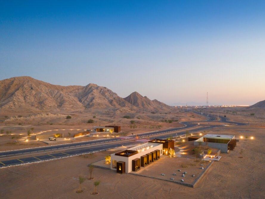Se ubica en el desierto de Sharjah, en Emiratos Árabes Unidos / Fernando Guerra via Anarchitect