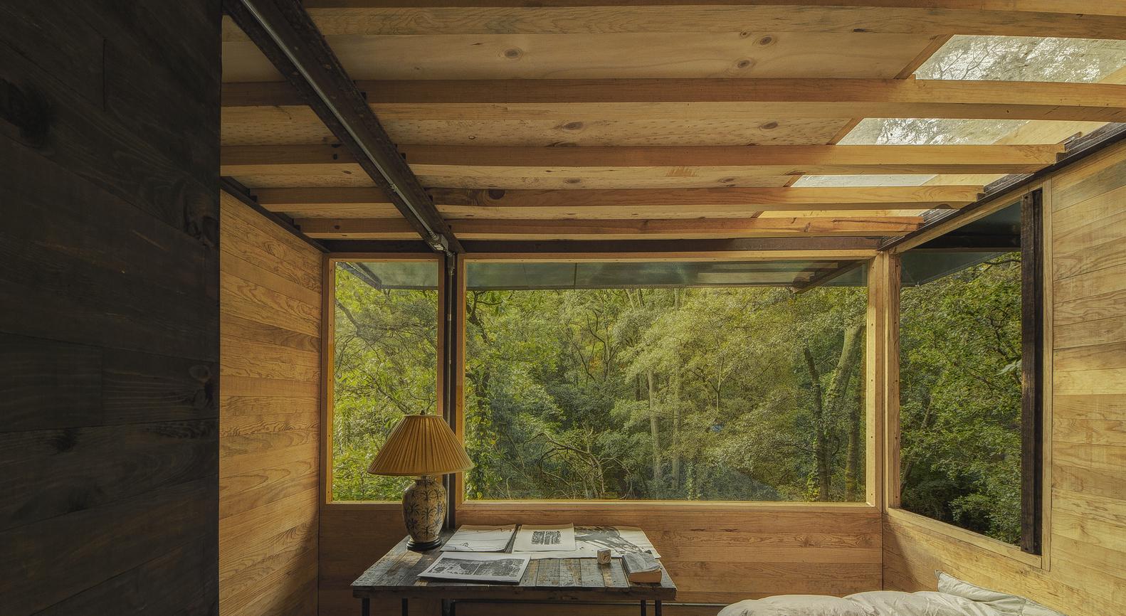 Casa Flotantees más que sus espacios, es un puente entre la naturaleza y el refugio / Studio Chirika