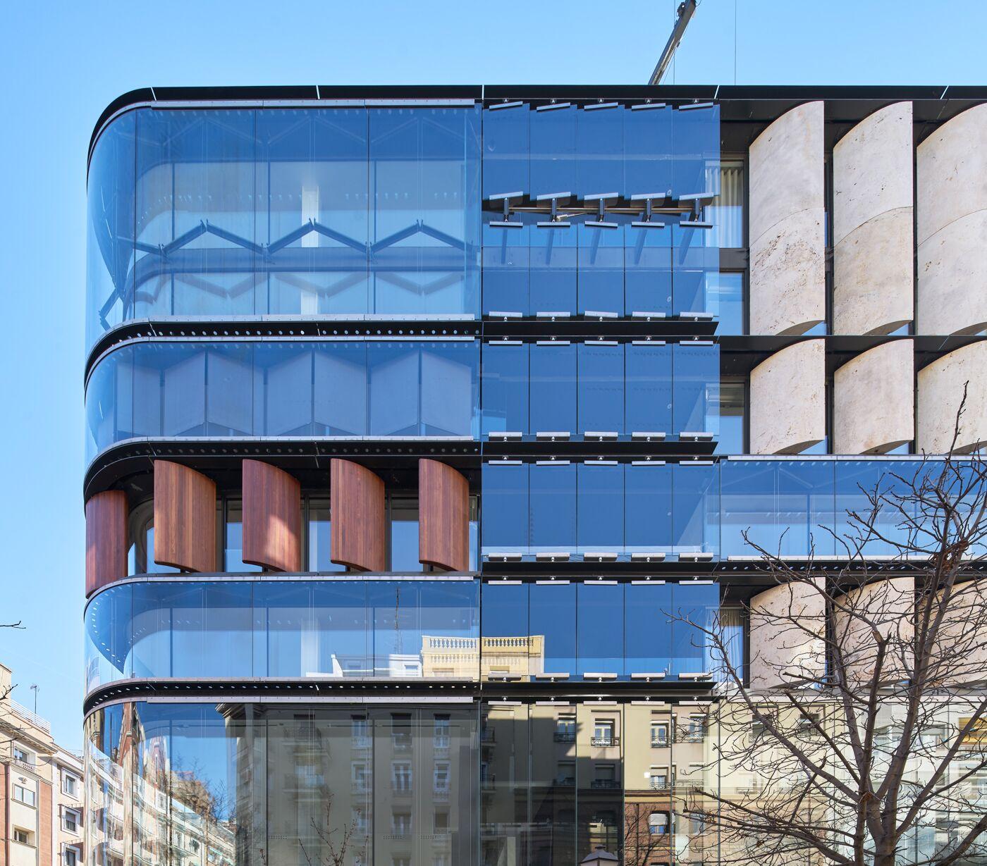 Una de las cuatro fachadas