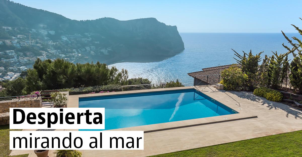 Casas en venta con piscina y vistas al mar