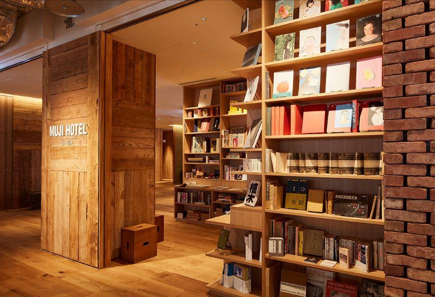 La biblioteca del hotel / MUJI HOTEL GINZA