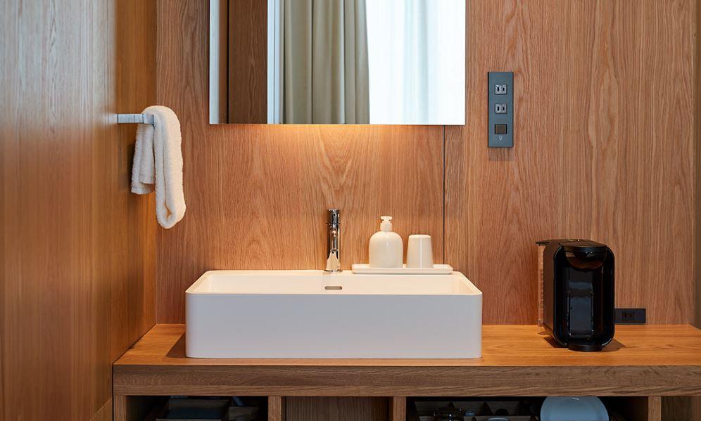 Baño de una de las habitaciones / MUJI HOTEL GINZA