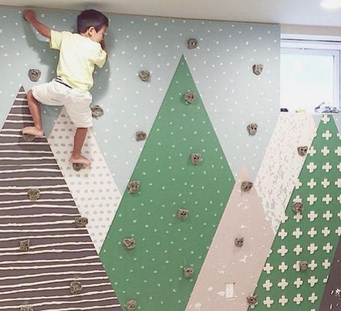 Tus hijos no se aburrirán jamás con una pared así / Genial.guru