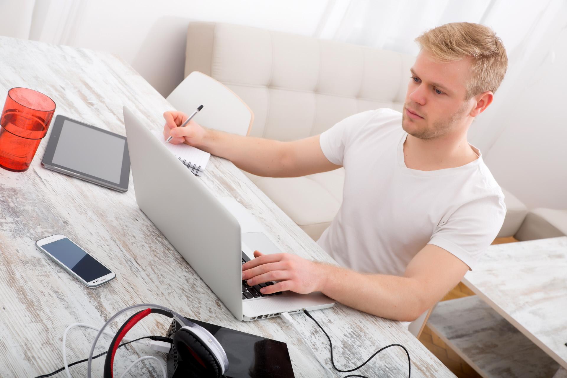Las consecuencias en el IRPF e IVA para arrendadores e inquilinos por trabajar en una vivienda alquilada