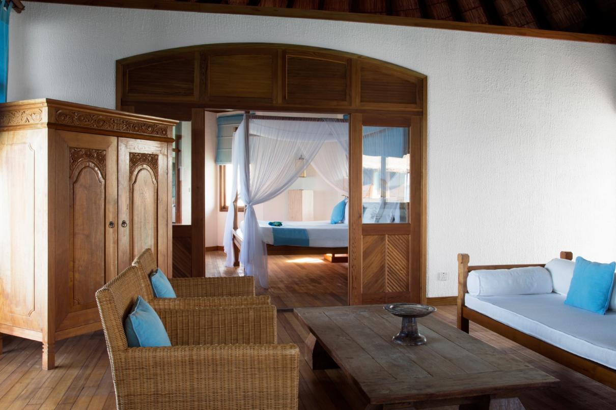 El interior del bungalow / Coco Palm Dhuni Kolhu