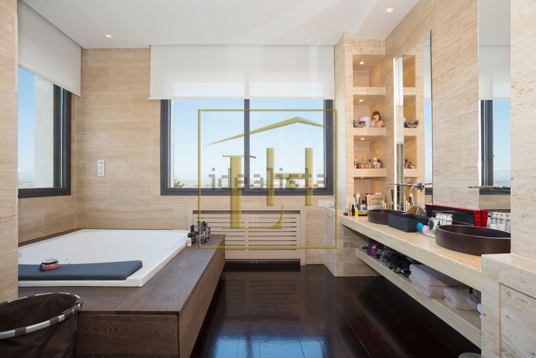 Uno de los baños de la propiedad