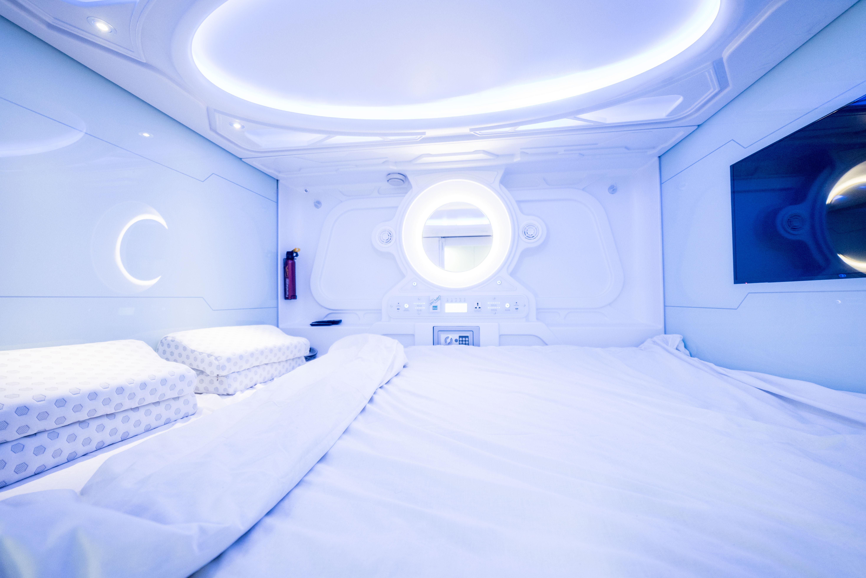 Cuenta con 36 cabinas individuales y 14 dobles / Optimi rooms