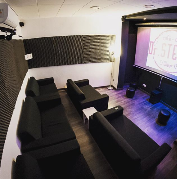 Este café-cine está en el centro de Madrid / Instagram | Dr.Steam