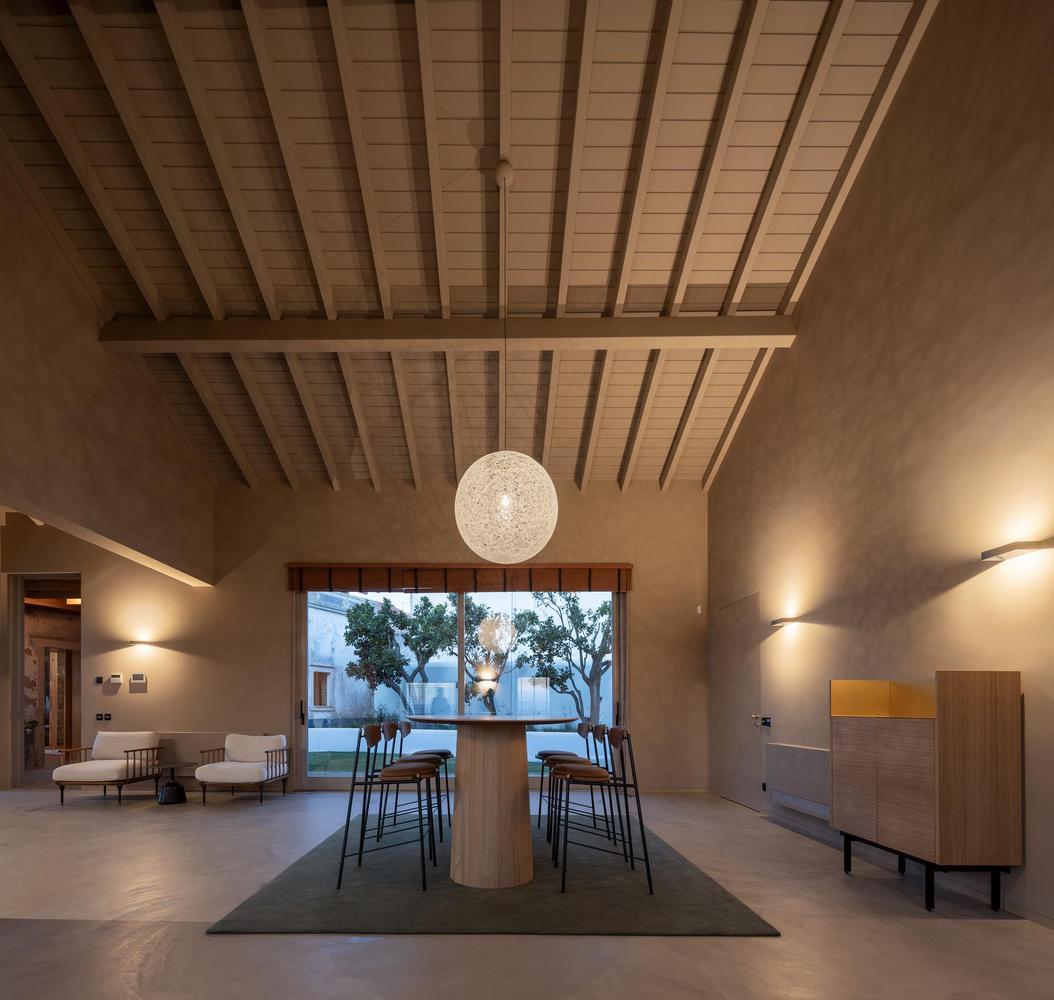 Los interiores son amplios y con techos altos / Fernando Guerra | FG+SG