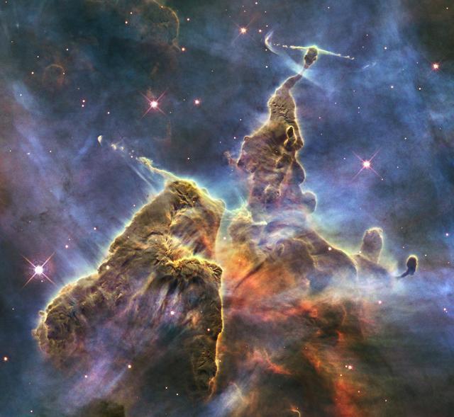 """Nebulosa conocida como """"Los Pilares de la Creación"""" / NASA"""