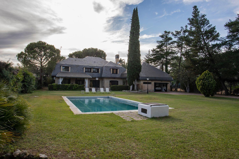 El jardín y la piscina