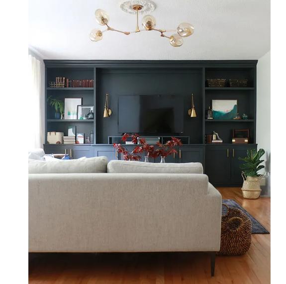La pared se funde con los muebles y la tele