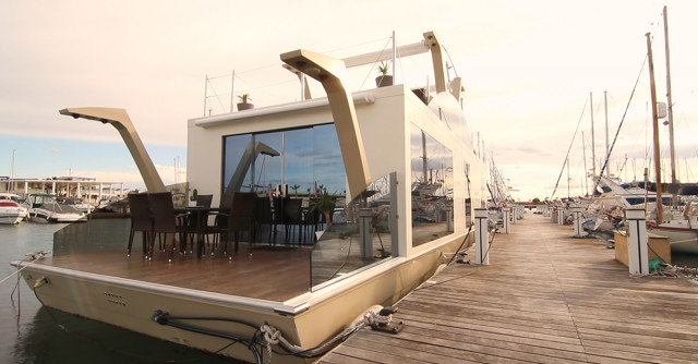Una 'casa-barco' en el puerto de Torrevieja