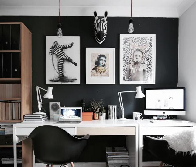 Muebles blancos o de madera y cuadros grandes