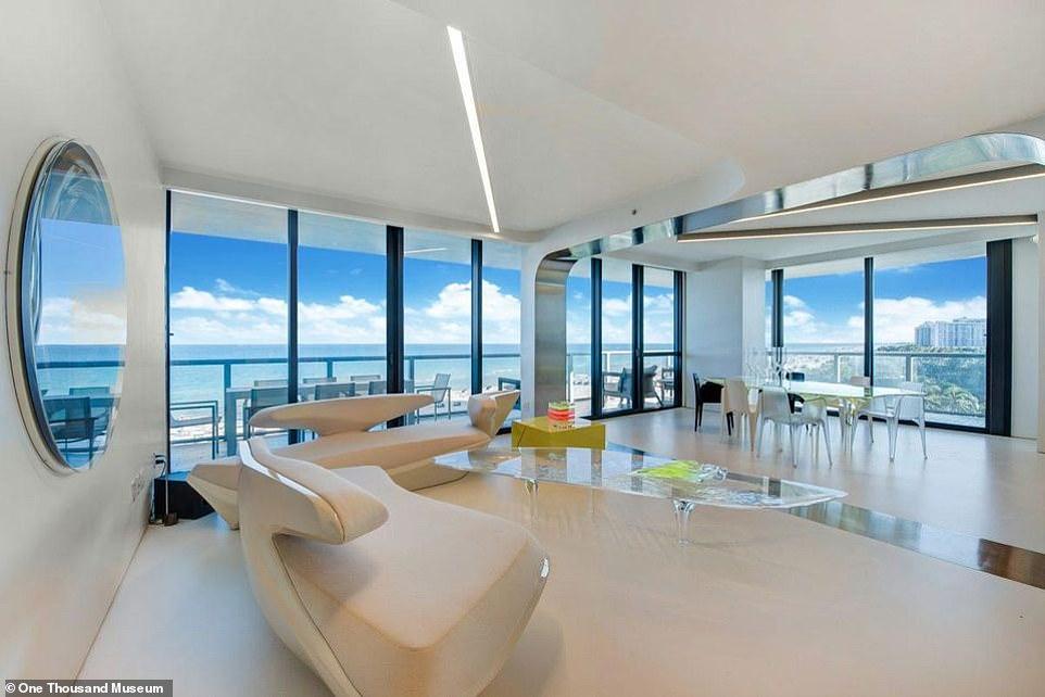Muebles claros y mucha luz natural