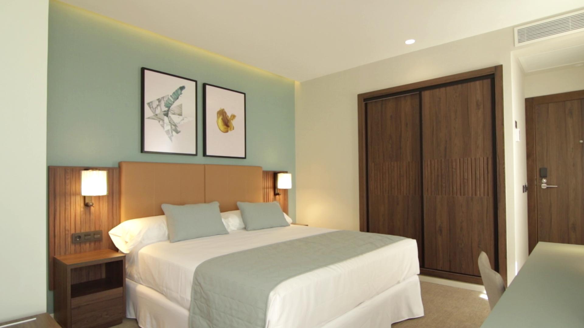 Riu Plaza España dormitorio
