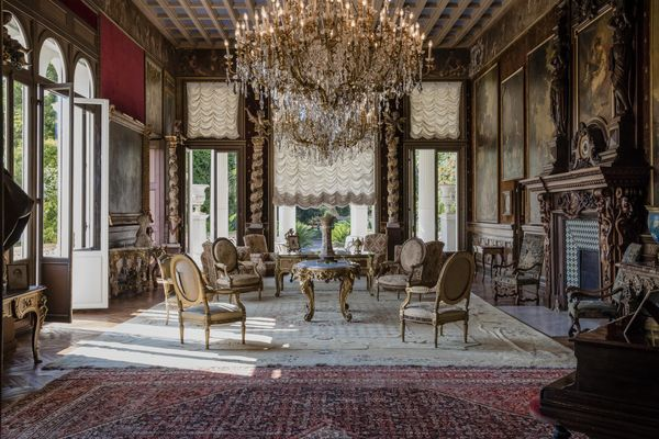 Los adornos le hacen parecer un palacio