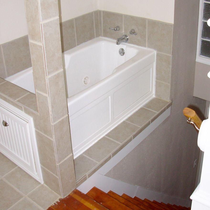 Bañera al pie de las escaleras