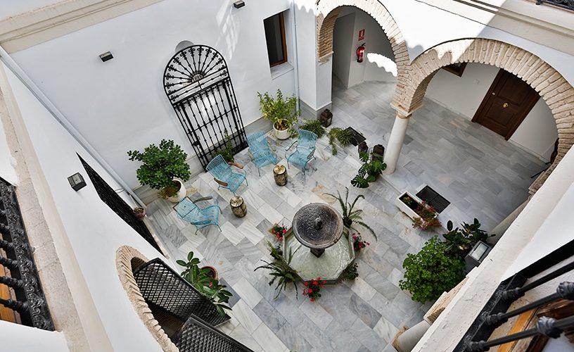 Patio y fachada en c/Leiva (Córdoba) / Urban Vida