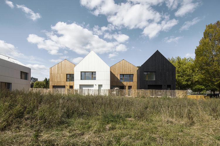 Estas casas prefabricadas de Francia se han convertido en un modelo para la arquitectura ecológica