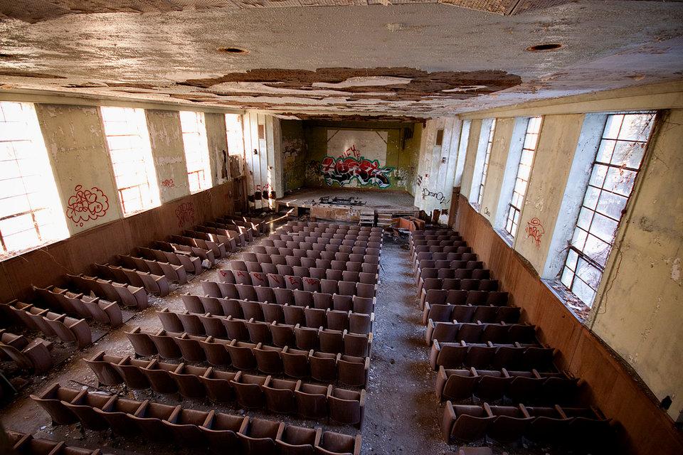 Un auditorio con butacas