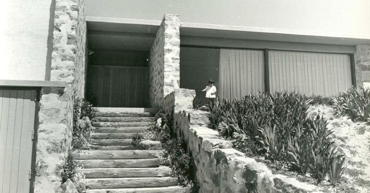 Entrada a la vivienda / Fundación Miguel Fisac