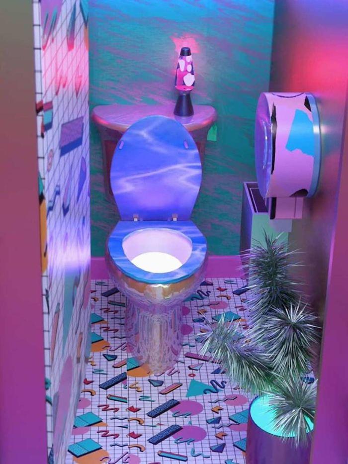 Baño tropical, estilo discoteca