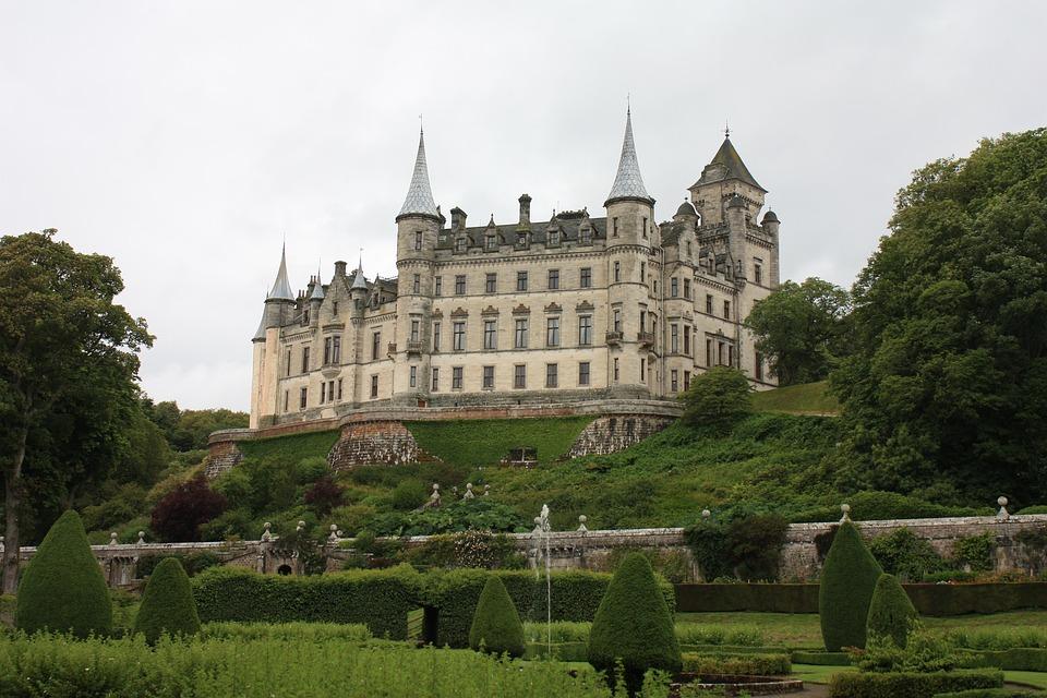 Escocia es sinónimo de whisky, tierras altas... y castillos