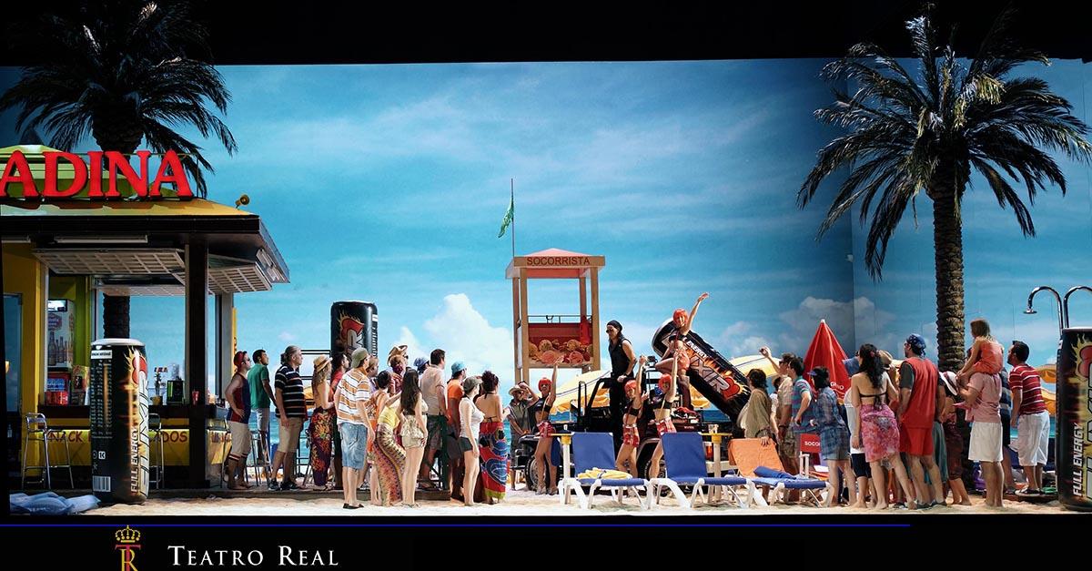 Fotos de L'elisir d'amore cuando la producción se estrenó en el Teatro Real en 2013, con otros intérpretes