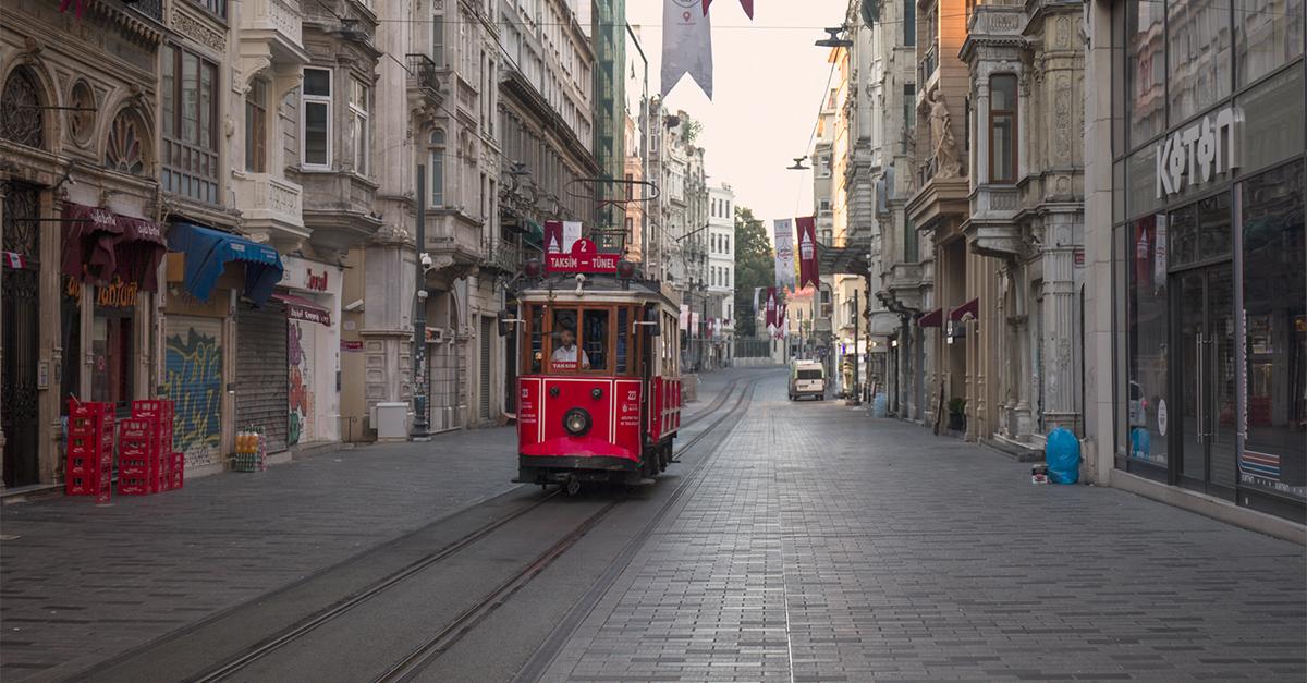 Tranvía por la Avenida de İstiklal