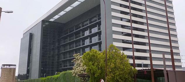 Edificio de Saint Croix ubicado en calle Luca de Tena,17. / Saint Croix.