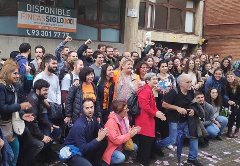 Sindicat de Llogaters manifestándose frente al piso de Travessera de Gràcia / Fuente: Instagram